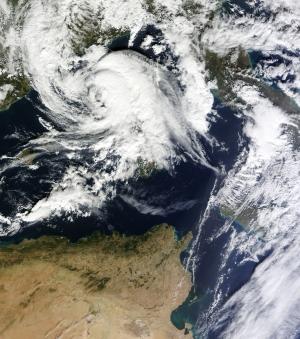 genovai vagy mediterrán ciklon műholdképe