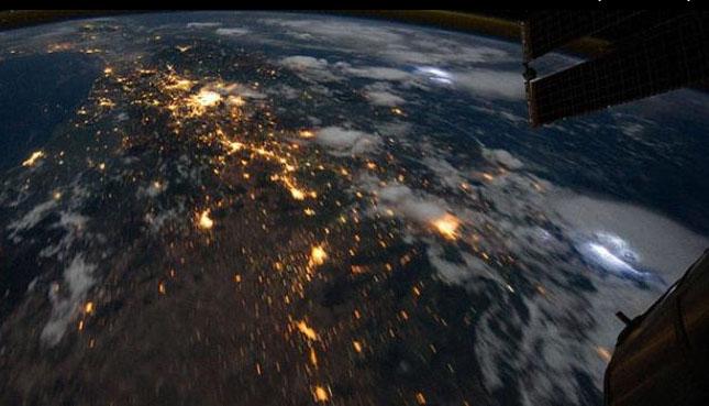 villámlás a világűrből
